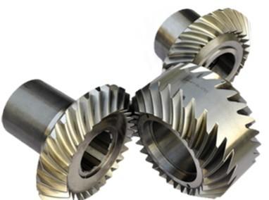 数控系统体系结构进行了深入研究,传统齿轮加工机床运动关系复杂,以滚